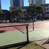 Photo taken at Quadra Tênis by Fabiano Kiyoshi O. on 7/20/2014