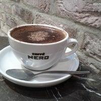 รูปภาพถ่ายที่ Caffè Nero โดย Viviane B. เมื่อ 12/12/2013