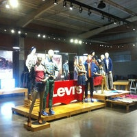 Photo taken at Showroom Levi's by Sergio E. on 6/20/2013