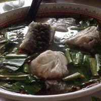 Photo taken at Pla Yai Restaurant by Kaew_SKB🐵รักในหลวง on 4/9/2017