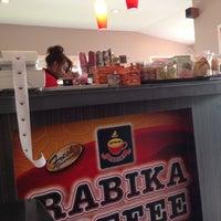 Photo taken at Rabika Coffee / ESSO หนองแขม by Kaew_SKB🐵รักในหลวง on 8/7/2013