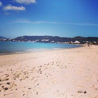 Foto tirada no(a) Praia de Jurerê Internacional por Mariana M. em 4/19/2013
