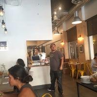 Foto tomada en Threefold Cafe South Miami por Bedoor S. el 7/21/2016