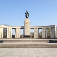 4/22/2013 tarihinde Elena S.ziyaretçi tarafından Sowjetisches Ehrenmal Tiergarten'de çekilen fotoğraf