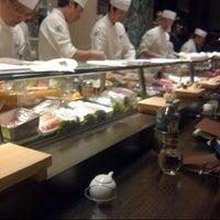 Foto scattata a Nobu Restaurant Caesars Palace da Andrew D. il 4/23/2013