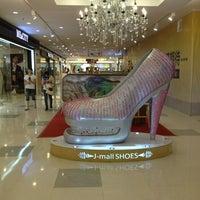Photo taken at 金谊J广场 | Jinyi J Mall by Brandisha on 9/10/2013