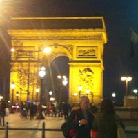 Photo taken at Arc de Triomphe du Carrousel by Ramon F. on 4/19/2013