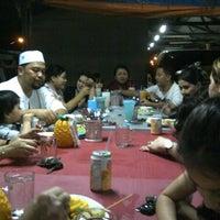 Photo taken at Kedai Colek Ayam Paling Terbaik by Tommy F. on 7/18/2013