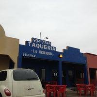 Photo taken at Taqueria La Herradura by Vivis V. on 4/25/2013