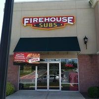 Foto tirada no(a) Firehouse Subs por C C. em 5/25/2013