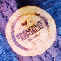 Foto scattata a Breakfast Republic da Erick O. il 8/15/2015