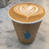 Photo prise au Blue Bottle Coffee par Rafael K. le6/17/2015