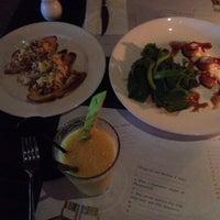 Das Foto wurde bei MozzarellA Restaurant & Bar von min p. am 8/23/2014 aufgenommen