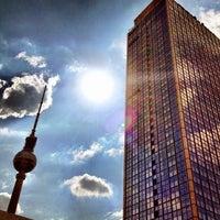 Das Foto wurde bei Alexanderplatz von Polina B. am 6/15/2013 aufgenommen