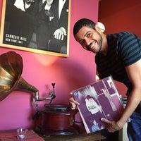 Das Foto wurde bei Vinyl Cafe von Igor A. am 3/10/2015 aufgenommen