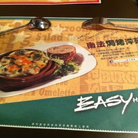 Photo taken at Easy House 美式蔬食 by Welson L. on 5/4/2013