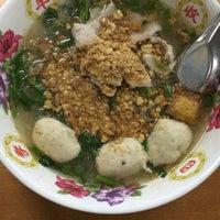 Photo taken at ก๋วยเตี๋ยวอ้วนโภชนา นครปฐม by suppat c. on 11/21/2016