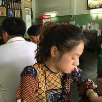 Photo taken at เกี๊ยวปลานายเคี้ยม by suppat c. on 3/19/2017