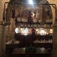 Foto scattata a La Cantina di Spello da Francesca B. il 12/19/2015