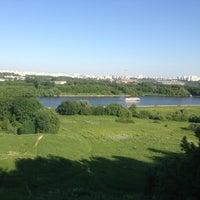 Das Foto wurde bei Смотровая площадка von Денис П. am 6/5/2013 aufgenommen