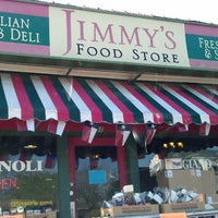 Photo prise au Jimmy's Food Store par Ryan H. le4/11/2013