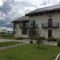 """รูปภาพถ่ายที่ гостиница и ресторан """"Остров-Парк"""" โดย Margarita L. เมื่อ 7/28/2017"""
