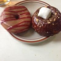 5/18/2013 tarihinde Aviel Myszak P.ziyaretçi tarafından Sweetpea Baking Company'de çekilen fotoğraf