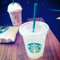 รูปภาพถ่ายที่ Starbucks โดย Harry H. เมื่อ 5/1/2013