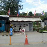 Photo taken at สำนักงานออกหนังสือผ่านแดน by ยาว ท. on 7/10/2014