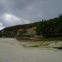 Photo taken at Pantai Teluk Cempedak (Beach) by Ashoon A. on 11/25/2012