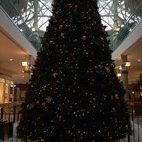 รูปภาพถ่ายที่ York Galleria Mall โดย Andrea S. เมื่อ 12/2/2013