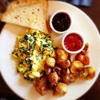 Foto tomada en Meriwether's Restaurant por Dayn W. el 7/13/2013
