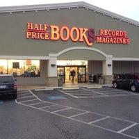 Das Foto wurde bei Half Price Books von Denis B. am 11/14/2014 aufgenommen