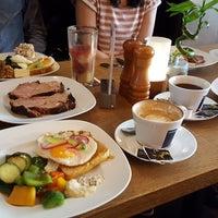 Foto tomada en Australian Bar & Kitchen por Annette W. el 4/8/2018