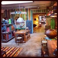 Foto scattata a Raw Materials - The home store da gus il 9/22/2013