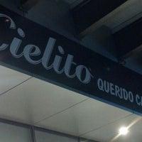 Foto tomada en Cielito Querido Café por Blancc S. el 6/8/2013