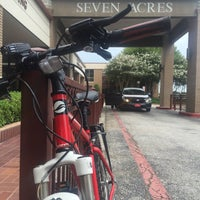 Foto tirada no(a) Seven Acres Jewish Senior Care Services por Kevin L. em 9/7/2015