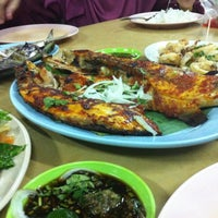 Photo taken at Seaview Seafood Restaurant by Alhafiz A. on 11/5/2016