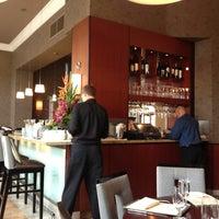 Photo prise au Nine-Ten Restaurant and Bar par Yuri R. le7/7/2013