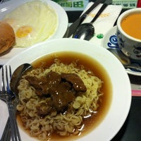 Photo taken at Tsui Wah Restaurant 翠華餐廳 by NamSom A. on 12/19/2012