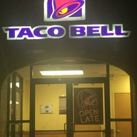 Photo taken at Taco Bell by Rebecca R. on 7/20/2016
