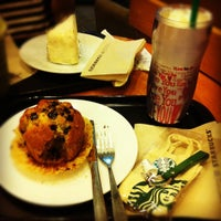 Photo taken at Starbucks by Nannie 시. on 9/28/2012