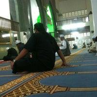 Photo taken at Masjid Perpindahan Lambak Kanan by 尊賴特 on 10/24/2014