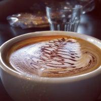รูปภาพถ่ายที่ Dark Matter Coffee โดย Katia I. เมื่อ 5/28/2013