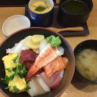 Photo taken at 寿司 ちゃすけ by Masaaki Y. on 4/11/2014