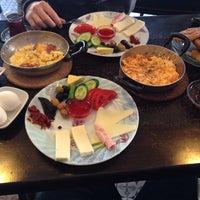 4/13/2014 tarihinde Elif E.ziyaretçi tarafından Café Faruk'de çekilen fotoğraf