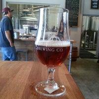 Foto tomada en Monkish Brewing Co. por Alyssa M. el 6/9/2013
