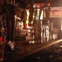 7/10/2013 tarihinde Chris W.ziyaretçi tarafından 7B Horseshoe Bar aka Vazacs'de çekilen fotoğraf
