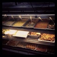 Photo prise au Punjabi Grocery & Deli par Chris W. le9/1/2013