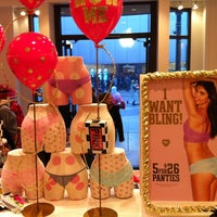 Photo taken at Victoria's Secret PINK by Maríus M. on 11/24/2012